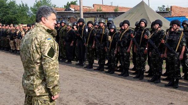 Петр Порошенко и солдаты