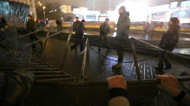 Активісти захоплюють сцену на Майдані