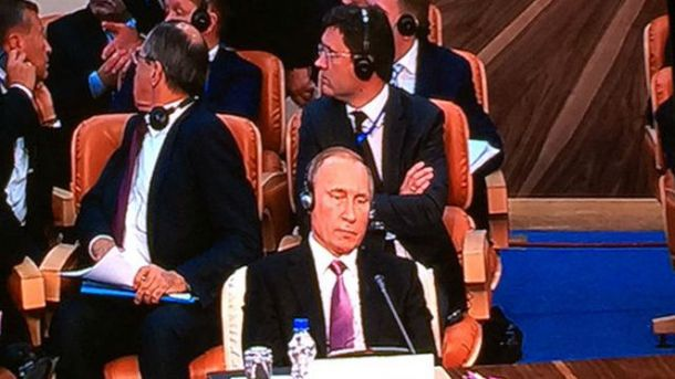 Смущенный Путин и Лавров