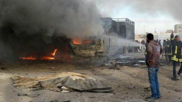 Російська авіація розбомбила гуманітарну колону