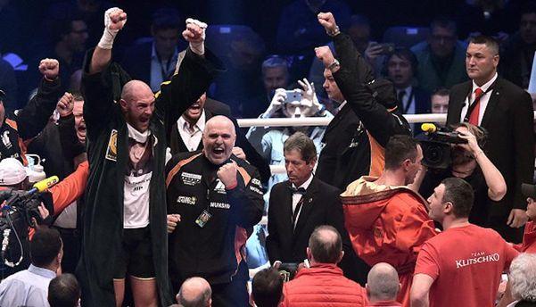 Фьюри празднует победу над Кличко