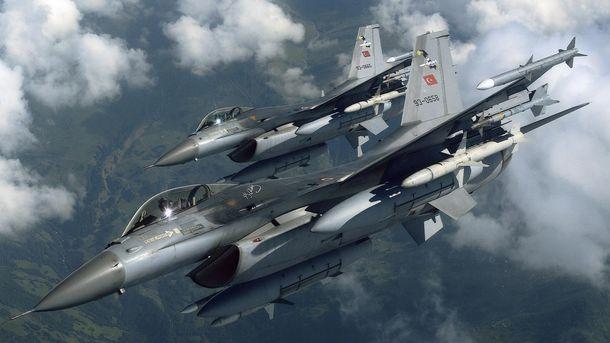 Шість турецьких винищувачів порушили повітряний простір Греції