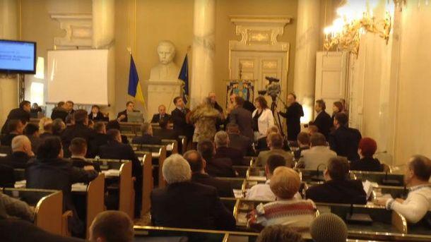 Руслан Кошулинський влаштував бійку під час засідання Львівської облради