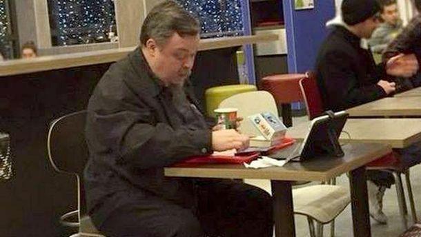 «Скрєпи» тріснули: спікер РПЦ під час посту їв бургери уMcDonald's