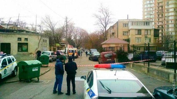 Чоловік, який погрожував підірвати гранату водеському будинку, здався поліції
