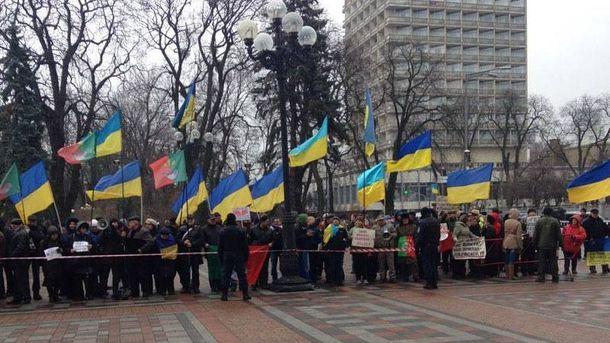 Уздания Верховной рады вКиеве митингуют неменее 500 шахтеров