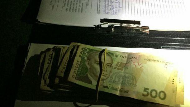 УКиєві нахабарі затримали поліцейського, який «кришував» валютообмінника