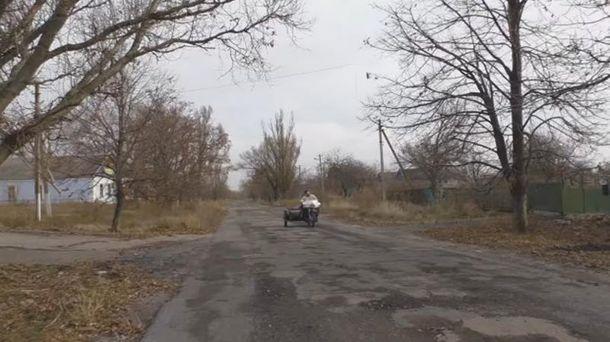 Купка переодягнених бойовиків щеховається уКомінтерновому— Лисенко