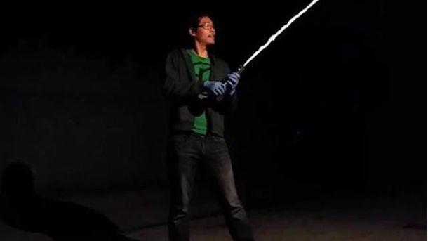 Аллен Пен створив меч із