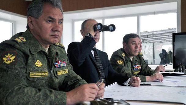 Владимир Путин и министр обороны РФ Сергей Шойгу