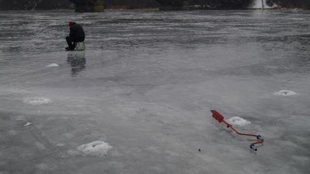 УКиєві рибалки провалилися під лід: є загиблий