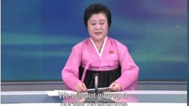 Ведущая объявляет об испытаниях водородной бомбы