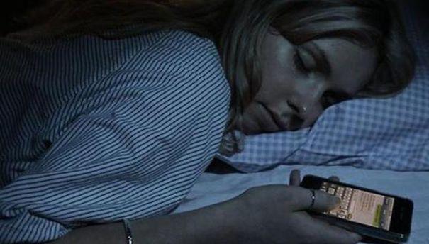 Сон зі смартфоном