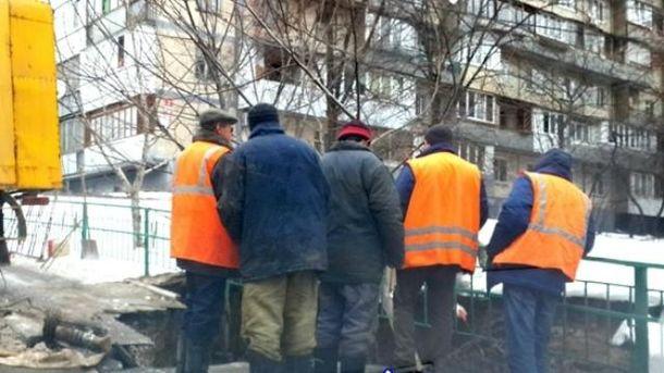 В Киеве провалился асфальт