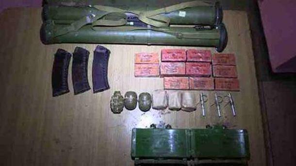 Изъятые боеприпасы и оружие