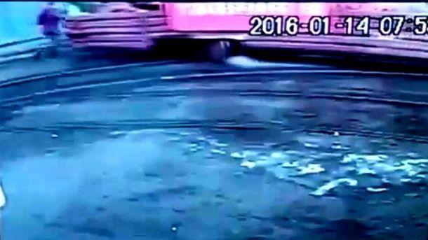 Трамвай наїхав на людину