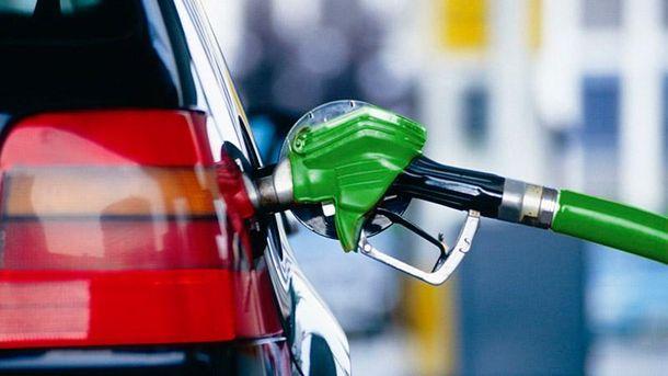 Автозаправки снизили цену на бензин