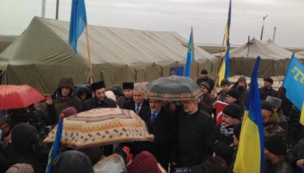 Рефат Чубаров на месте проведения блокады Крыма