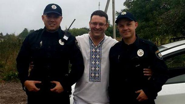 Владимир Богонис (в центре)