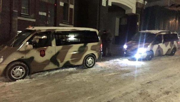 Машини під офісом УКРОПу