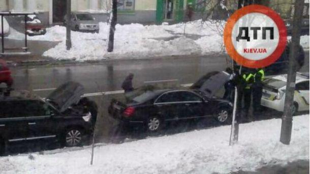 Mercedes їхали на червоне світло