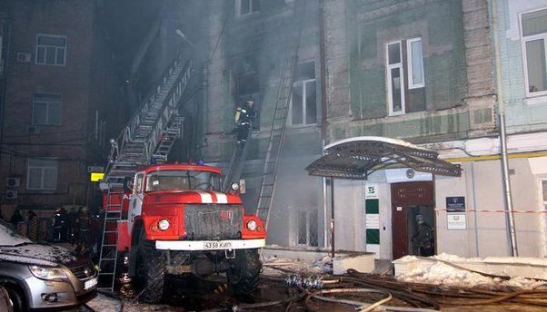 Унаслідок пожежі йвибуху вжитловому будинку вцентрі Києва загинула жінка
