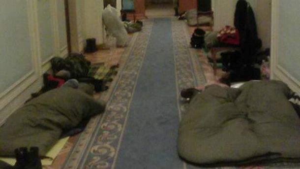 Протестующие ночуют в Верховной Раде