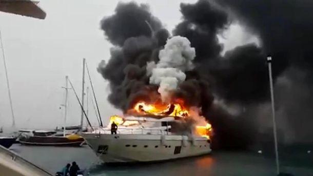Горит яхта российского бизнесмена