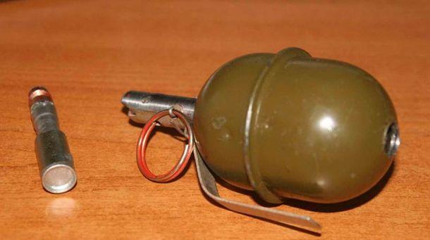 ВАртемівську чоловік наочах дітей кинув гранату у їхню маму