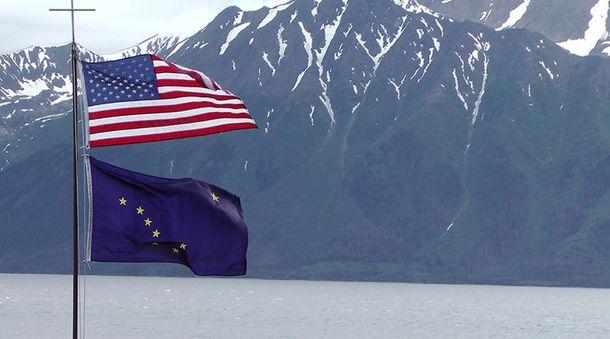 Прапори Аляски і США