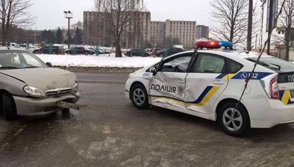Машина полиции после столкновения