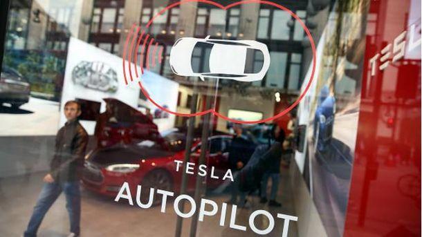 Как будет выглядеть первый автопилот Tesla: в сети появился проморолик