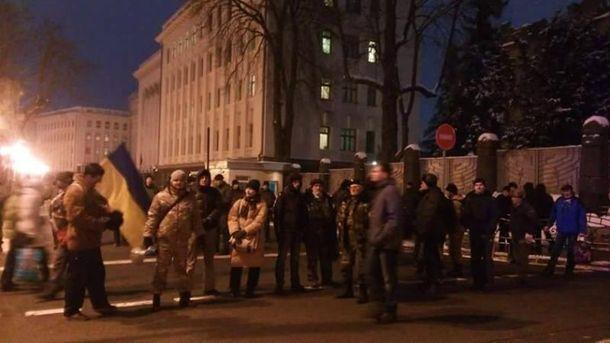 Активісти з Кривого Рогу пікетують Адміністрацію Президента