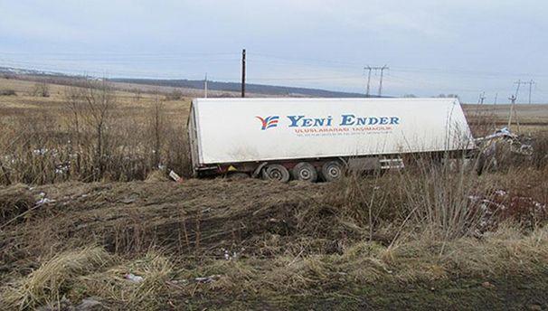 Вантажівка на узбіччі