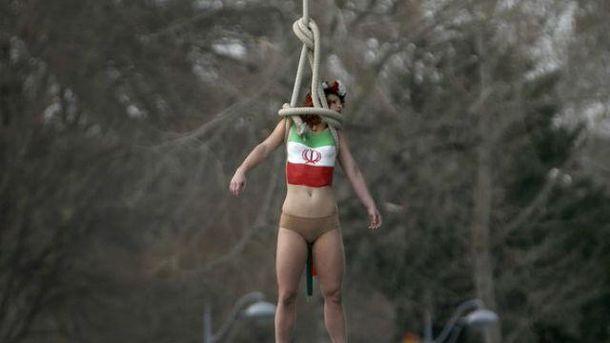 УПарижі активістка Femen «повісилась» для президента Ірану