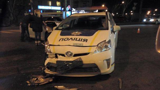 Разбитая машина патрульных