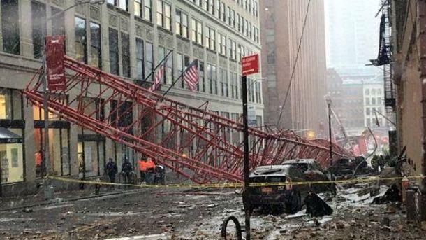 У центрі Нью-Йорка впав кран