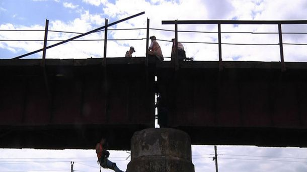 Підірваний міст на Запоріжжі