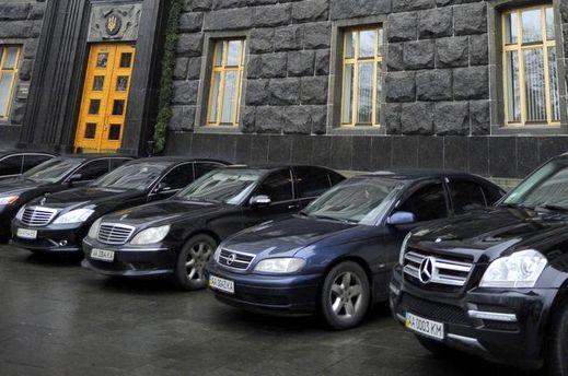 Автомобілі депутатів під ВР