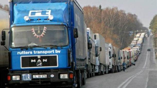 Очередь из грузовиков