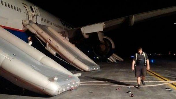 Евакуація пасажирів Boeing-777