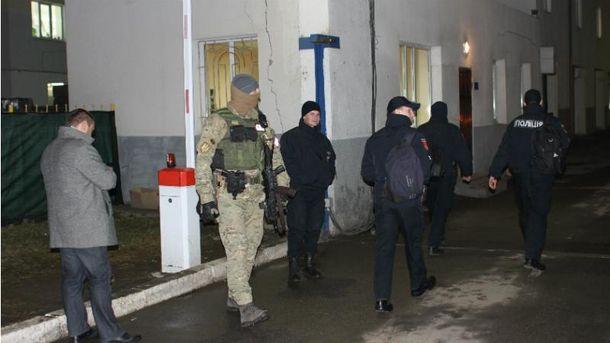 Обшук в будівлі управління патрульної поліції