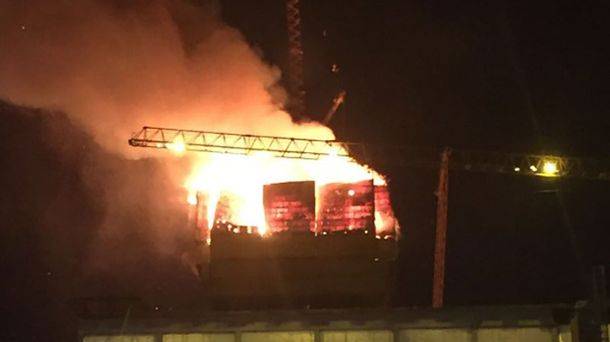 Пожежа в Abu Dabi Plaza