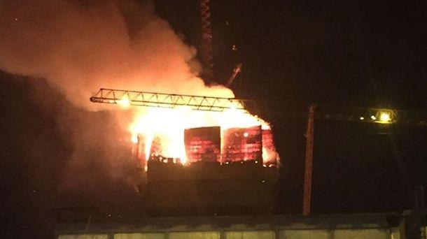 Пожар в Abu Dabi Plaza