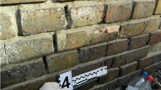 Кров на стіні