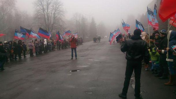 Захарченко встречают в Дебальцево