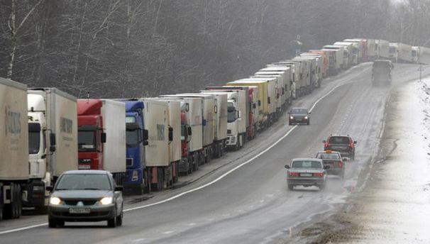 Кабмин закрыл для российских грузовиков транзит по Украине