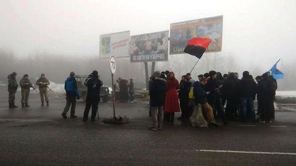 Блокада російських вантажівок на Харківщині