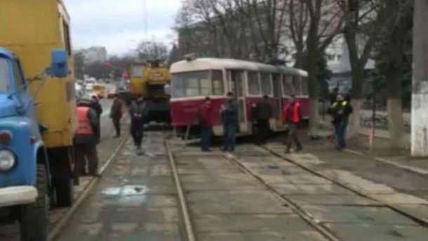 У Києві трамвай зійшов з рейок