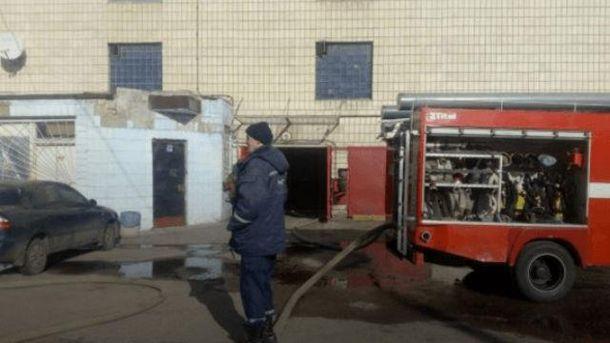 На місці пожежі працюють рятувальники